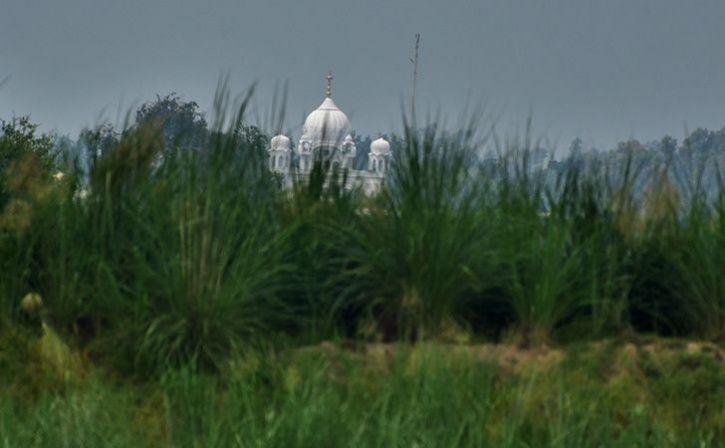 daily hundreds of devotees from india for binocular darshan of historic gurudwara shri kartarpur sah