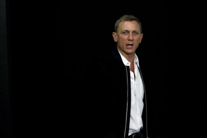 Daniel Craig Blames Smartphones For Ruining His Night Outs