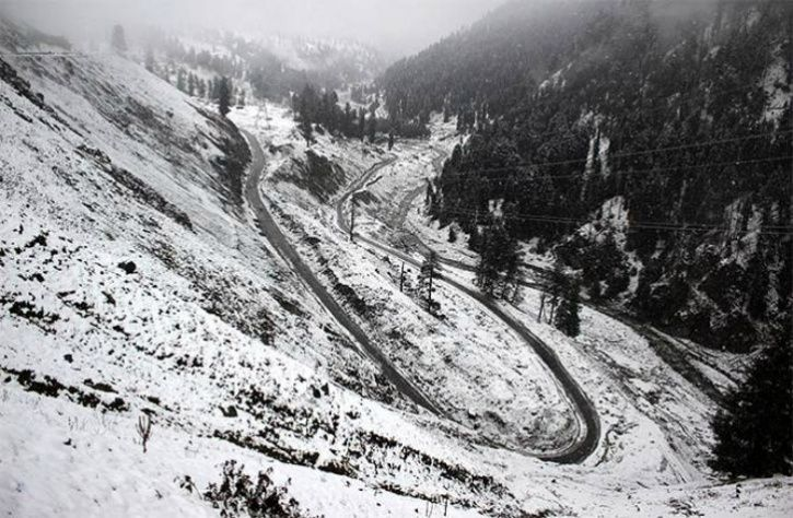 Kashmir At Its Romantic Best With Fresh Snowfall, Himachal Draped In White