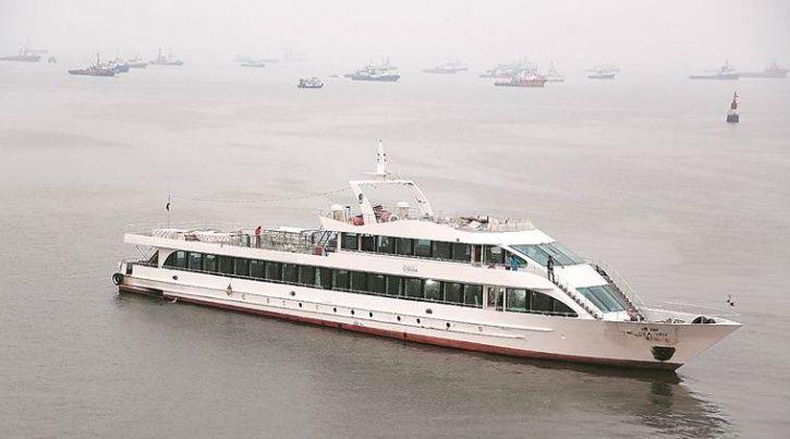 Mumbai, floatels, gateway of India, Queensline Sea YAH, passengers, Nitin Gadkari