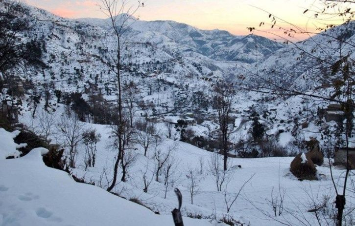 Real Kashmir is practicing in the snow