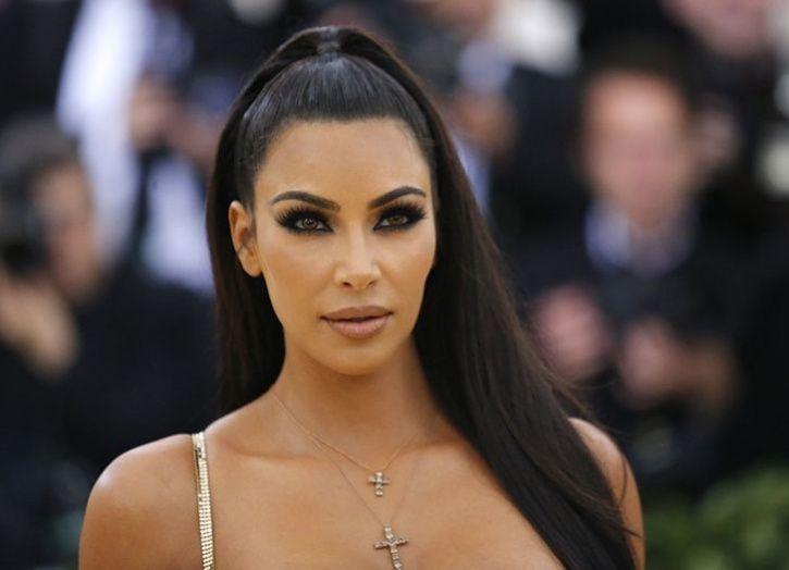 wildfire forces kim kardashian to evacuate her home