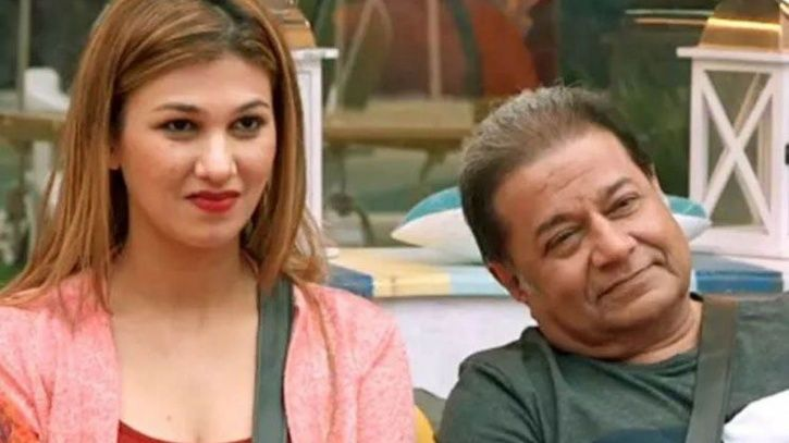 A picture of Jasleen Matharu and Anup Jalota from Bigg Boss 12.