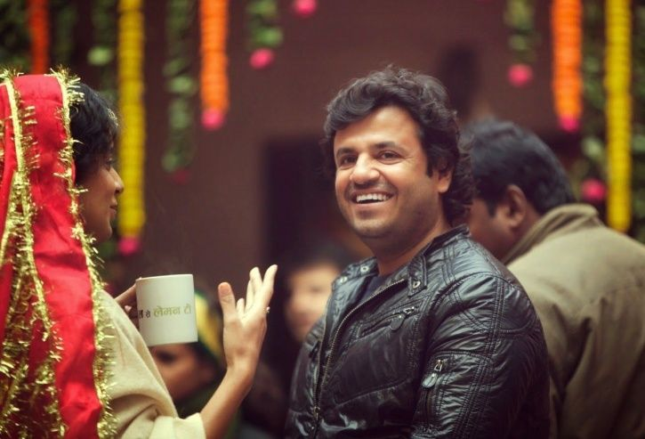 A picture of Vikas Bahl and Kangana Ranaut from the sets of Queen.