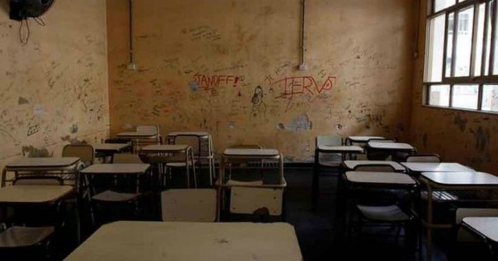 A student attacks teacher in Delhi School