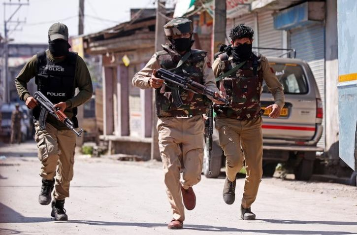 four highly trained snipers active in kashmir