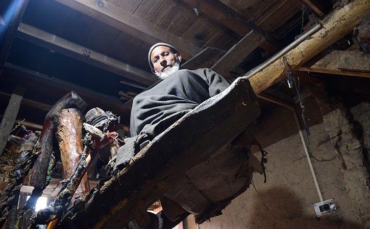 The Last Surviving Oil Man Of Kashmir