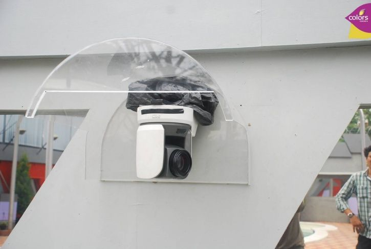 There are 90 cameras inside Bigg Boss house.