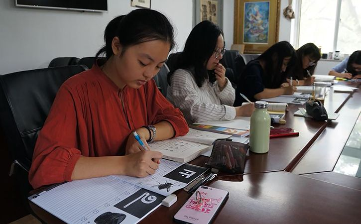 10 Chinese Students Will Be Taught Tamil
