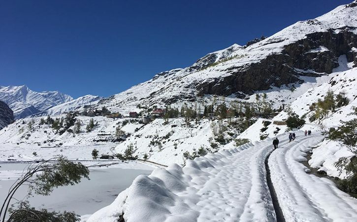 300 Stranded Tourists Were Rescued Through Rohtang Tunnel