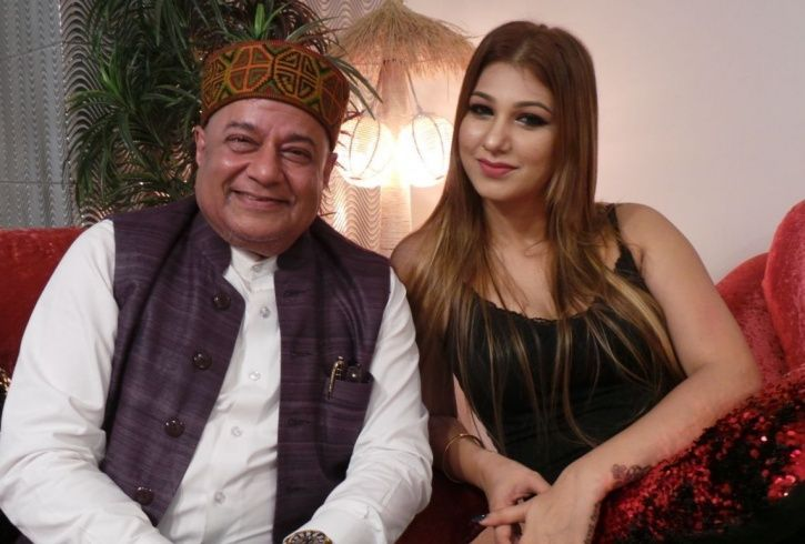 A picture of Anup Jalota and his Bigg Boss 12 girlfriend Jasleen Matharu.