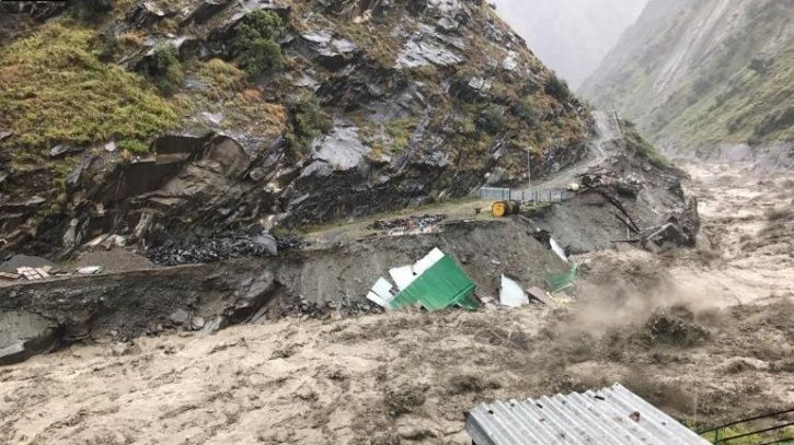 Heavy Rains & Snowfall Lash Himachal Resulting In Flash Floods; Air Force Rescues Stranded People Tw