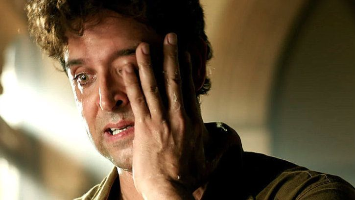 hrithik roshan crying in movie white hair old age