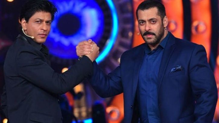 Shah Rukh Khan and Salman Khan who cannot stop praising each other giving us bromance goals.