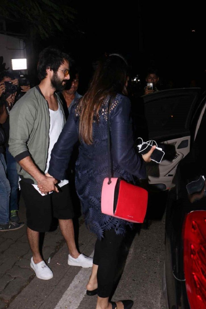 Shahid Kapoor Is Protective Of Wife Mira & We Love The Way He Is Taking Of Her During Pregnancy