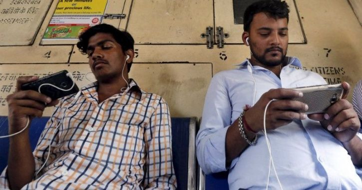 indians spend highest amount of time on social media in the world