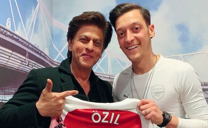 shah rukh khan spend evening with mesut ozil