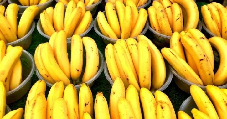 A Lucknow Railway Station Banned The Sale Of Bananas Because They Cause 'Filth'