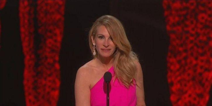 : Julia Oscars 2019Roberts Bradley Cooper