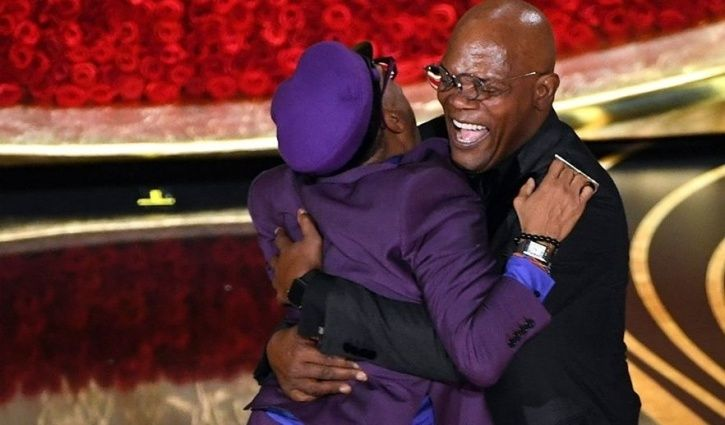 Spike Lee Jumps Into The Arms Of Samuel L Jackson To Hug Him & Celebrate His Historic Oscar Win