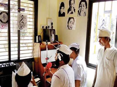 Taloja prison, Navi Mumbai, radio program, Sanjay Dutt, NGO, Kishore Kumar