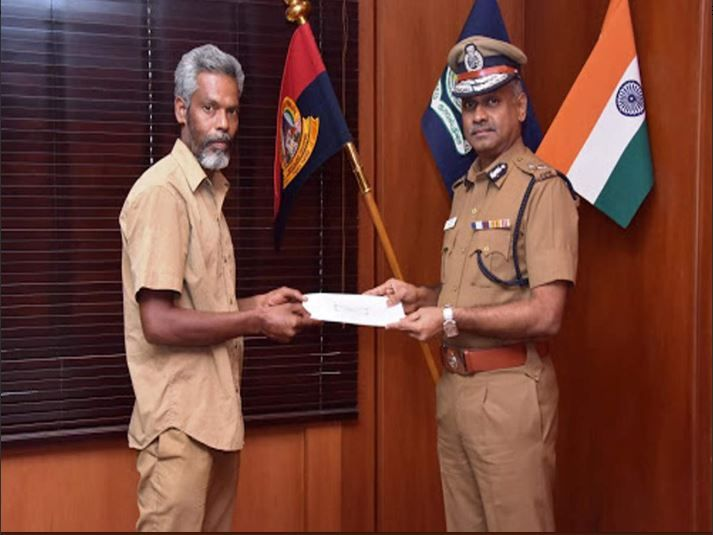 auto driver, Chennai, Rs 3.8 lakh cash, police, A K Viswanathan, Tuticorin, Parthiban