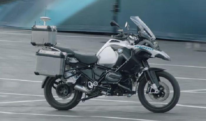 BMW Self Riding Bike, BMW Autonomous Bike, BMW Self Driving Motorcycle, CES 2019, Self Driving Cars,