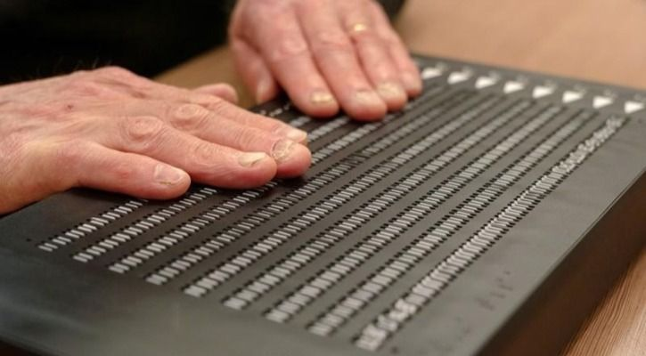 Braille e-reader