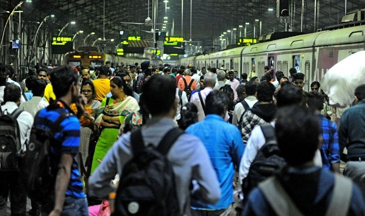 Dadar, Mumbai, teenagers, Army man, Saisha, train accident, Churchgate