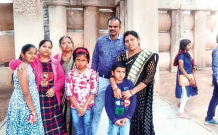 Madhya Pradesh Cops Catch A Weekly Break