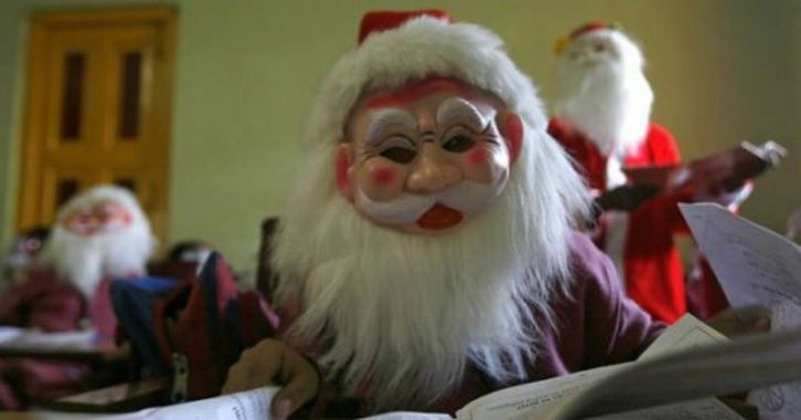 Thieves In Gurgaon Are Using Santa Claus Masks & Fog To Get Away From Police