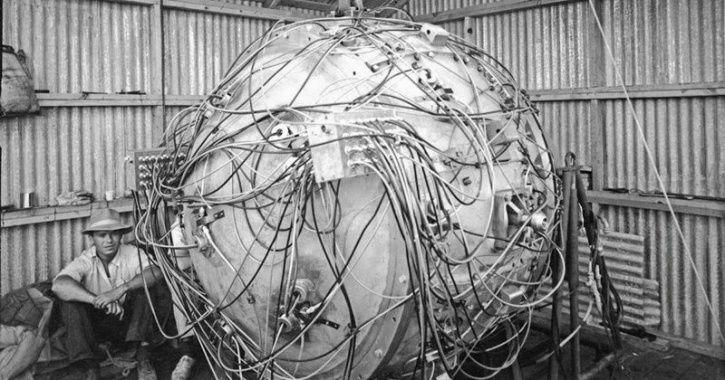 atom bomb test, trinity nuclear test, nuclear bomb, first nuclear test, first atomic bomb