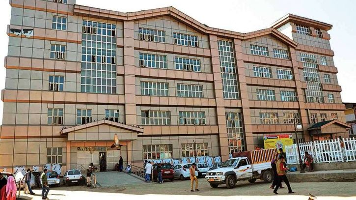 Father Of Two Dead Children Flags Govt Hospital's Apathy In Kashmir; Mother Slapped & Abused