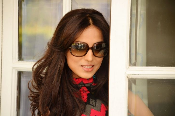 Mahie Gill is in a live in relationship and has a two-and-a-half-year-old daughter as well.