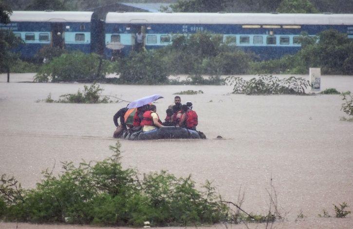 Mumbai Rains Anushka