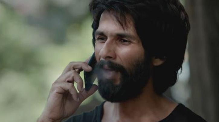 shahid Kapoor smoking in Kabir Singh. Teenagers are loving the movie.