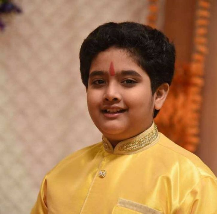 Shivlekh Singh dies in a car accident while his parents were injured.