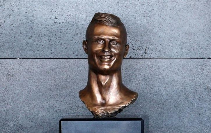Unusual Celebrity Statues Around The World1