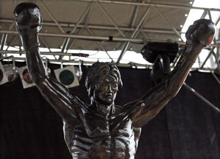Unusual Celebrity Statues Around The World5