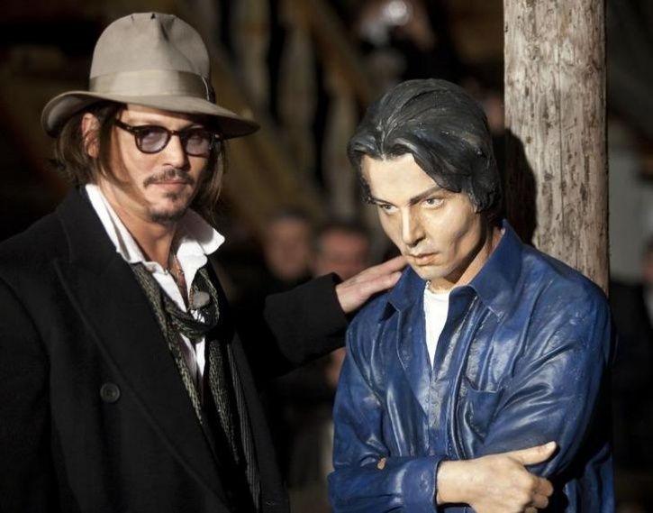Unusual Celebrity Statues Around The World6