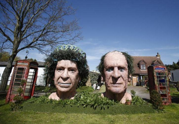 Unusual Celebrity Statues Around The World9