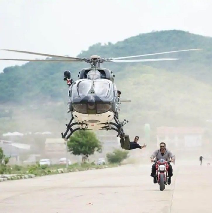 Akshay Kumar performing stunts for Rohit Shetty