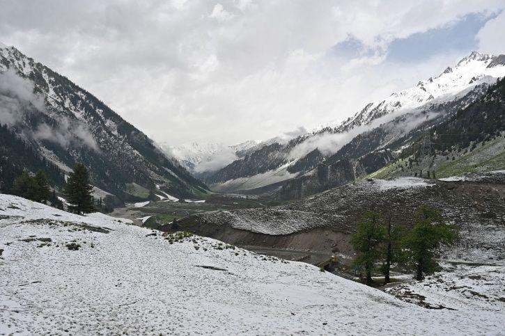 Kashmir Snow