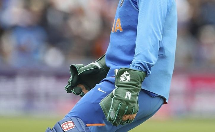 ms dhoni army insignia gloves