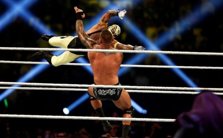 13 year old boy choked to death trying to imitate wwe stunt