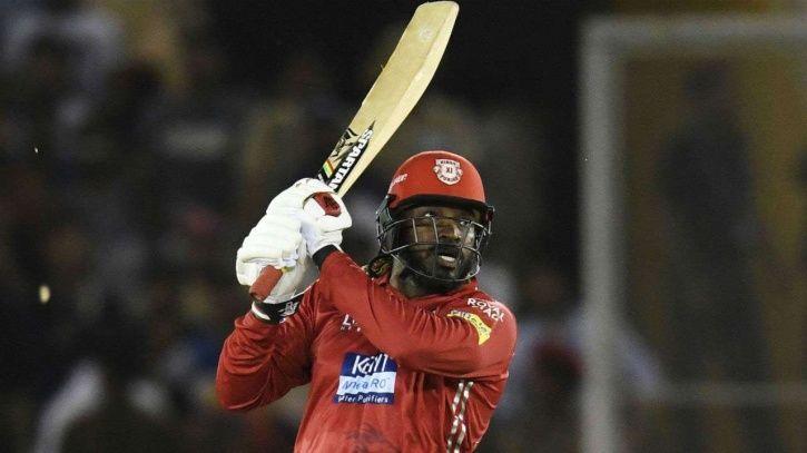 Chris Gayle first to hit 300 IPL sixes