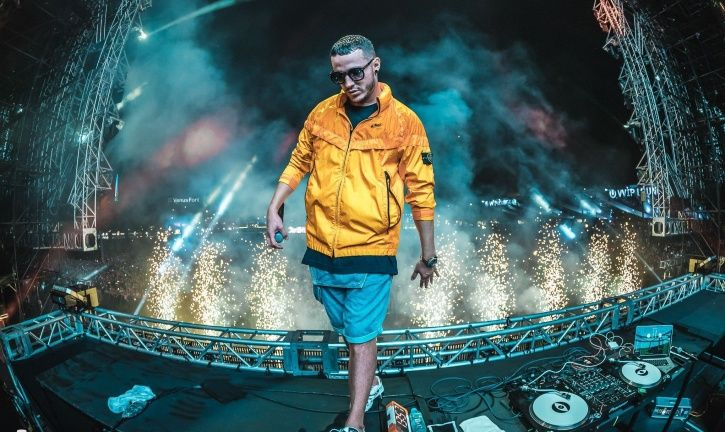 DJ Snake is in Mumbai, India to attend an event. He celebrated Holi and met with Shah Rukh Khan.