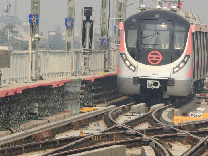 Dwarka Mor Metro station