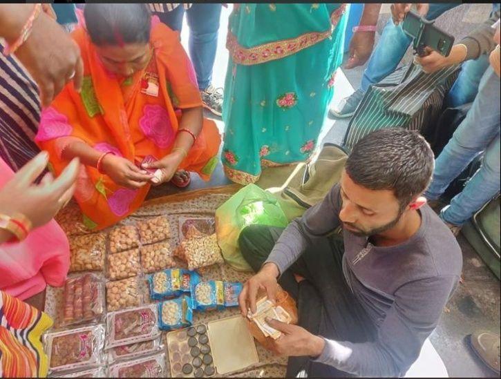 Kashmiri vendors, Lucknow, dry-fruit, saffron goons, Abdul Salam Naik, Afzal Naik, Bajrang Sonkar