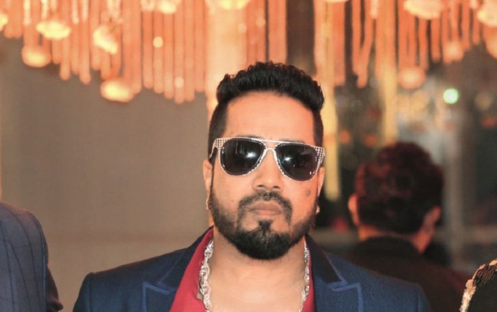 Mika Singh Extends Help To Actor-Turned-Security Guard Savi Sadhu, Offers A Role In Bipasha Basu